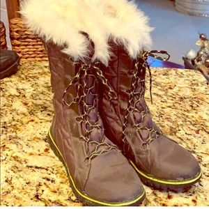 Sorel, olive green with fur snow boots!